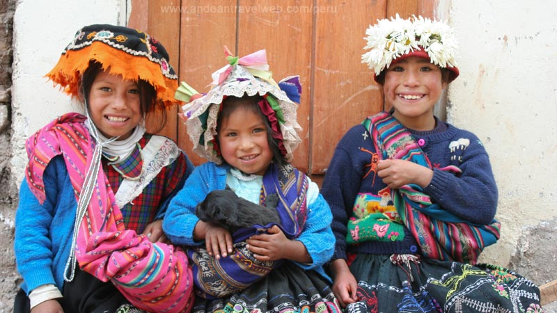 Local girls from Pisac
